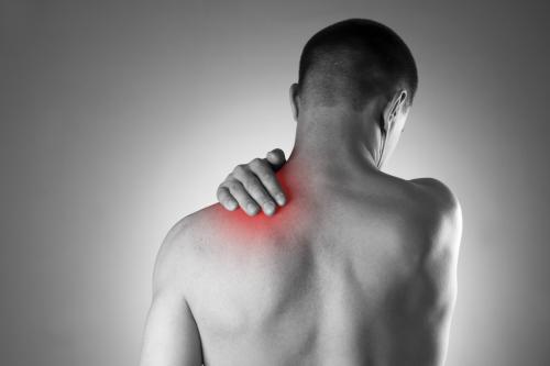 ostéopathie contre la douleur de l'épaule